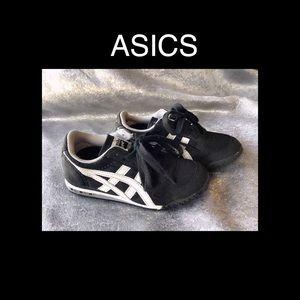 Boys Black ASICS Size 12